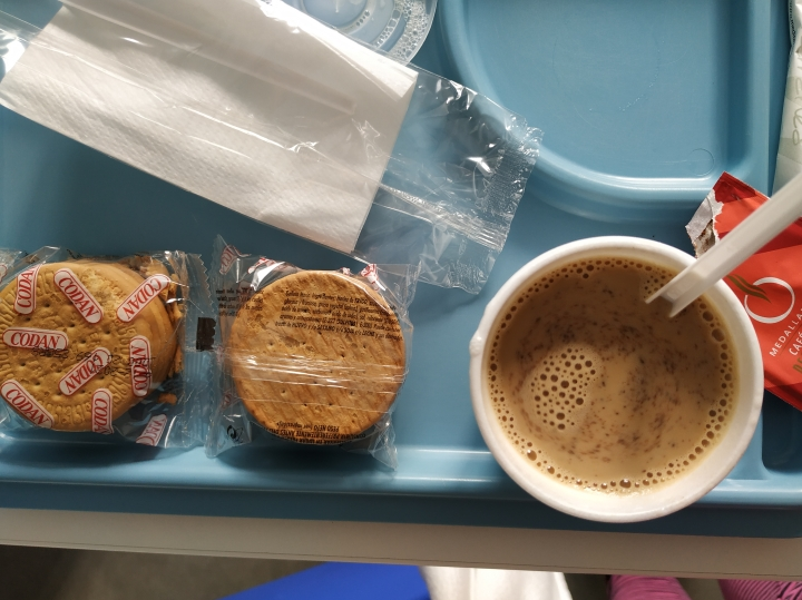Kawa i ciastka - szpitalna dieta śniadaniowa